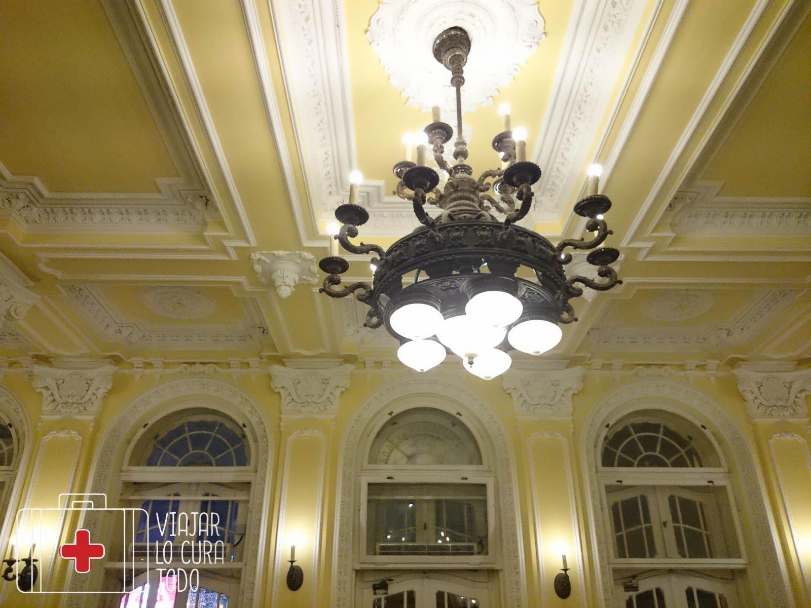 Interior del edificio de los baños
