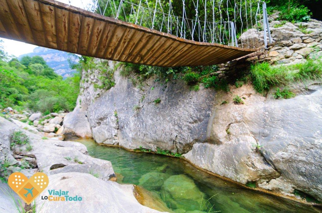 puente colgante camino al Salt del Brull