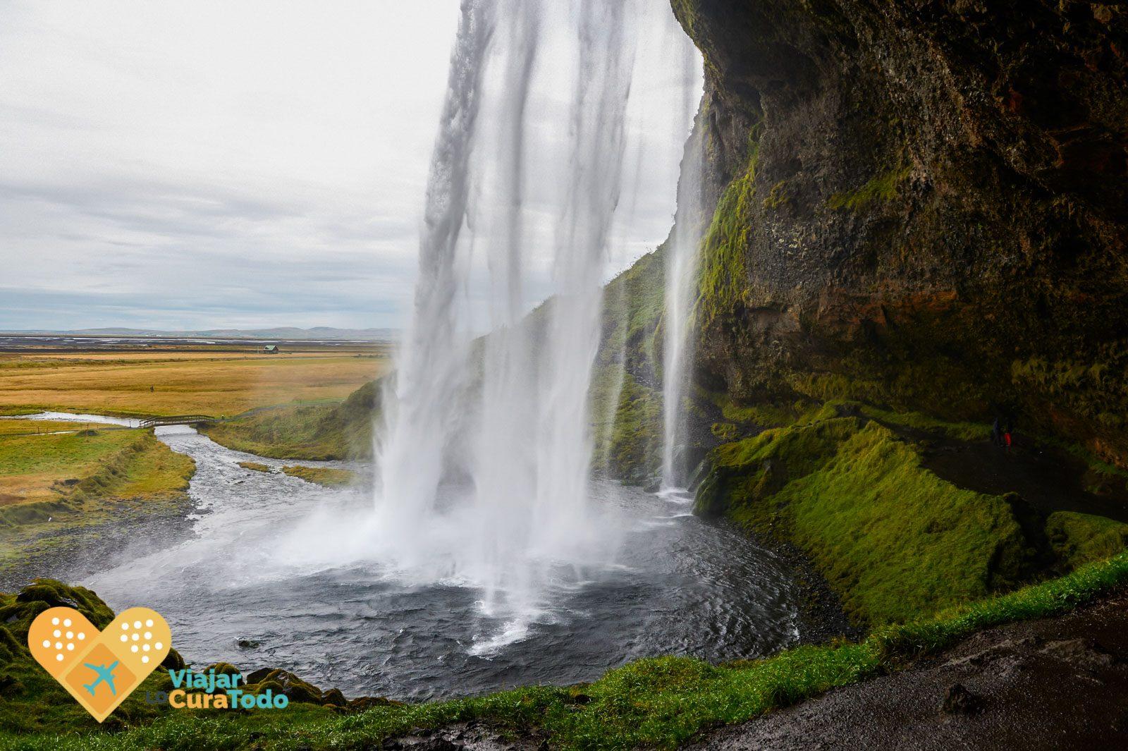 cascada de Seljalandsfoss islandia