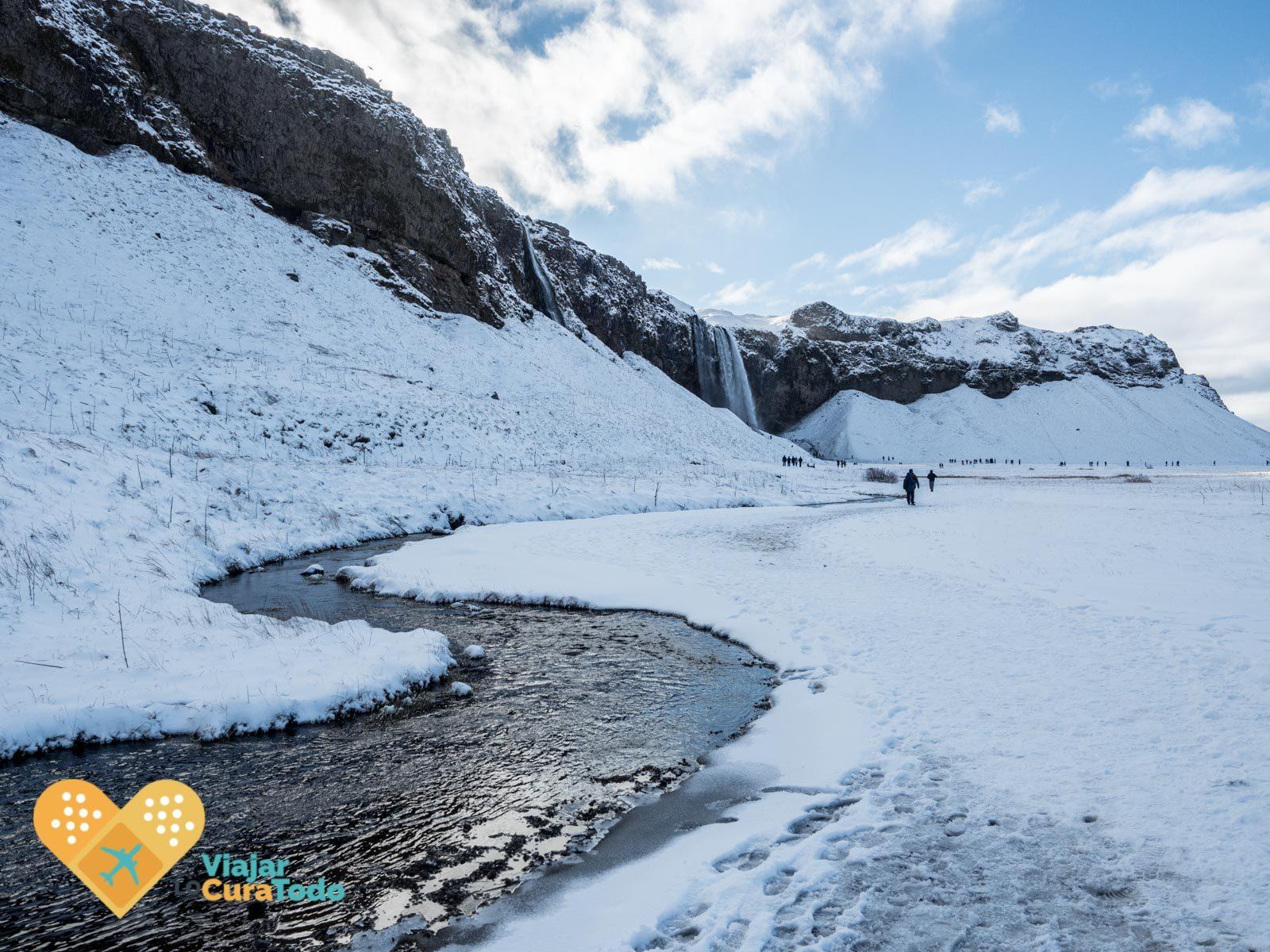 cascada de Seljalandsfoss islandia invierno