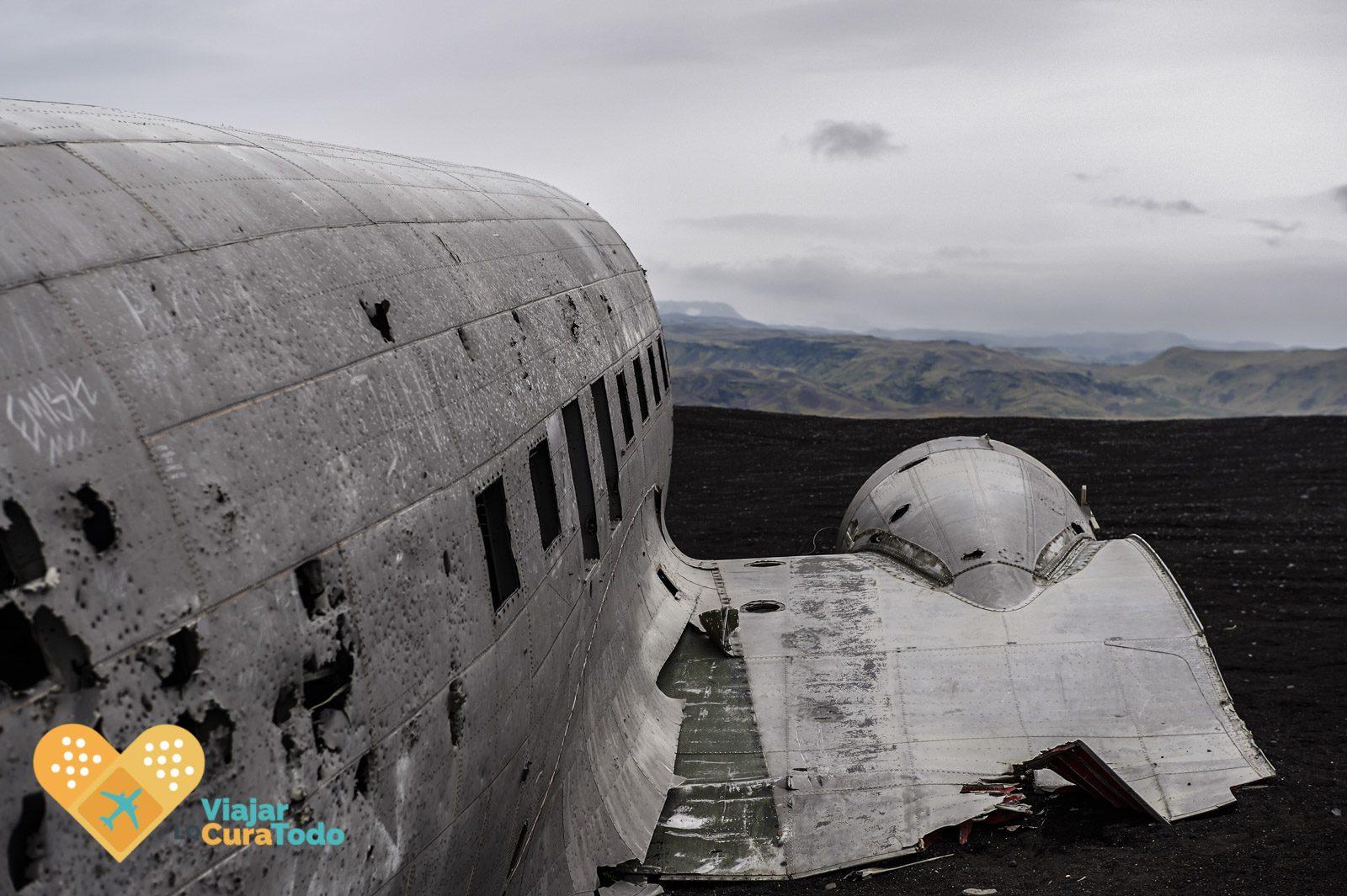 wracked plane iceland