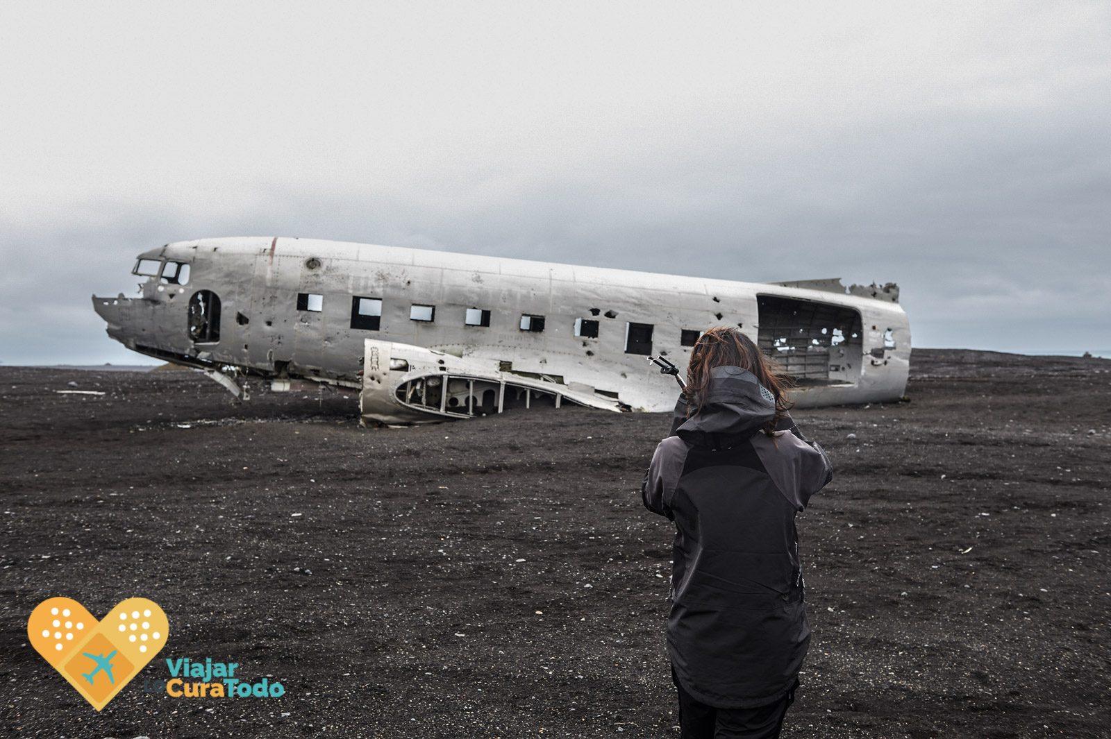 crashed aircraft iceland