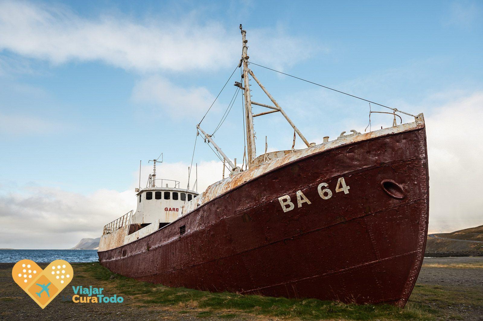 abandoned ship iceland