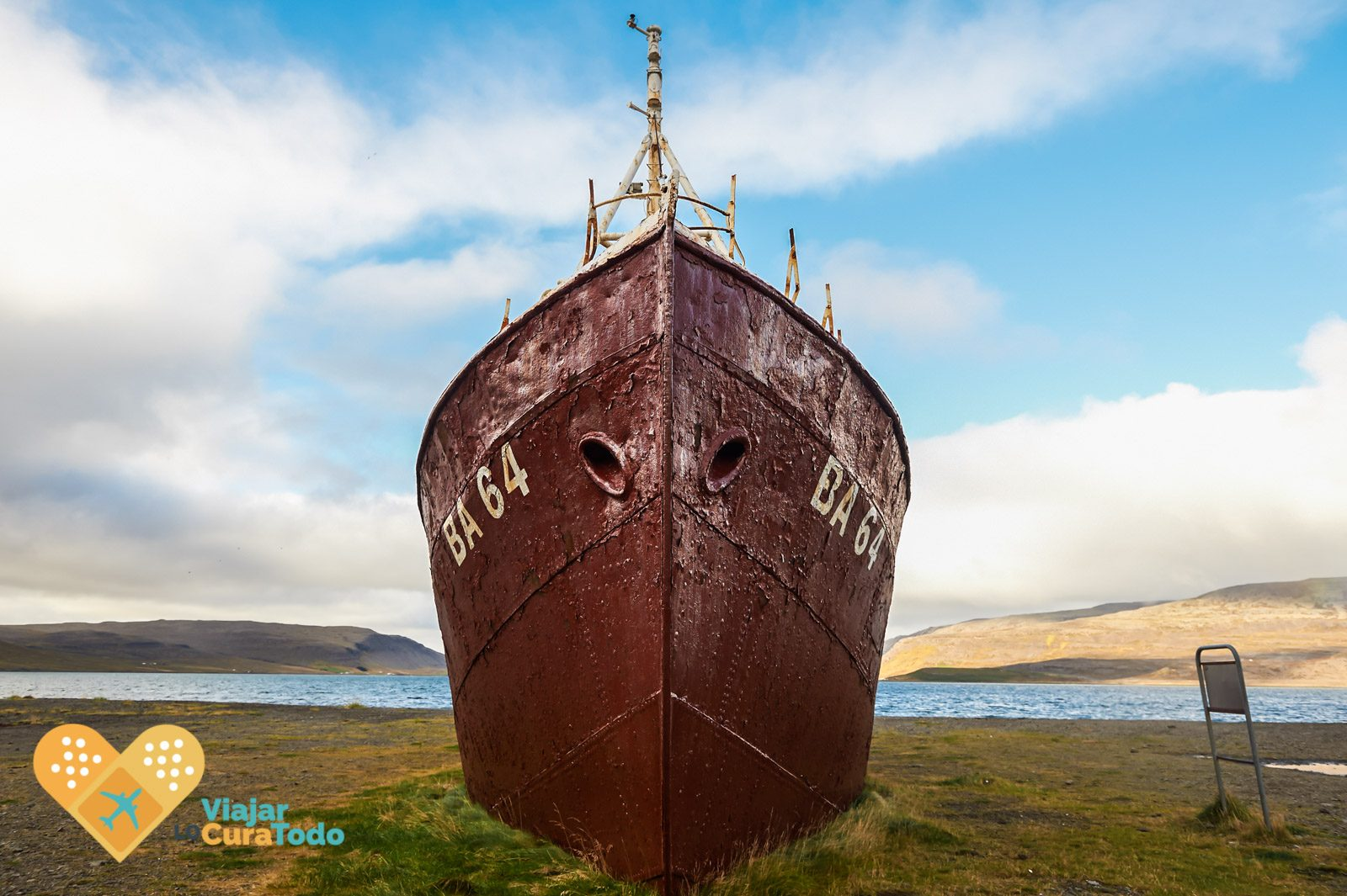 barco abandonado islandia