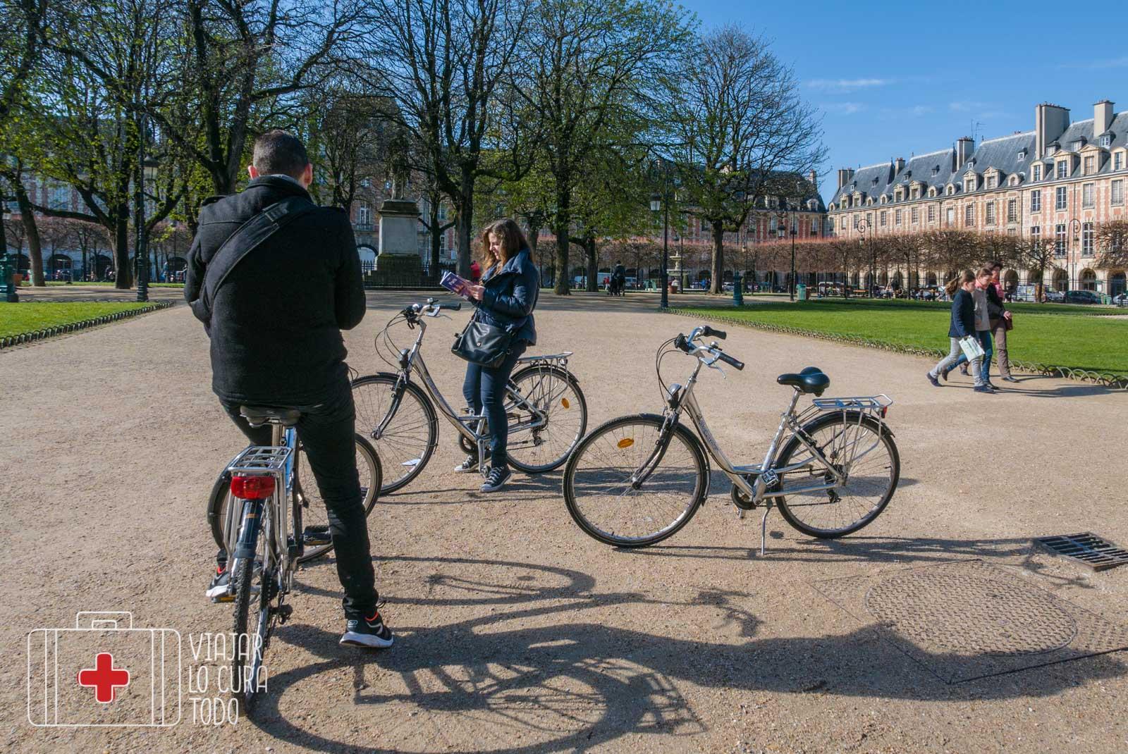 place des Vosges vélo