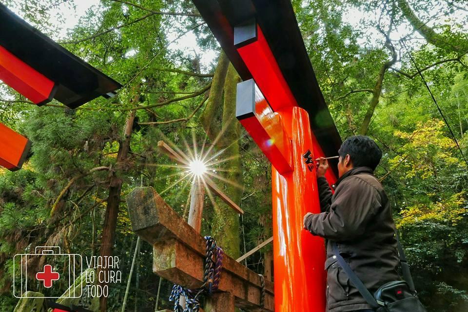 Pintando toriis tradicionales