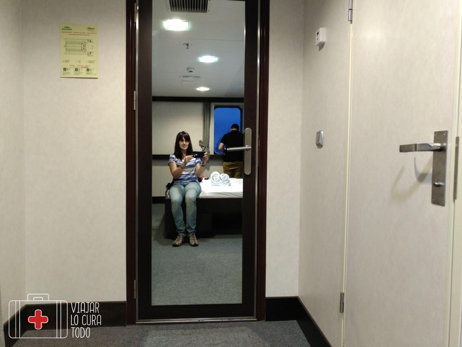 Con espejo en la entrada