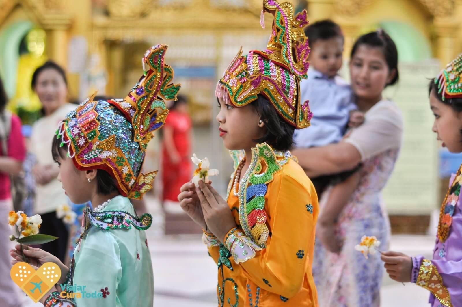 Shwedagon Paya cerimony Myanmar