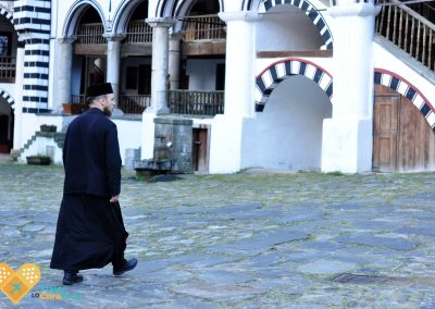 monje en el monasterio de rila bulgaria