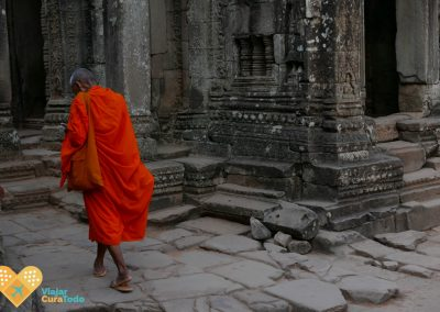 monk in angkor wat cambodia