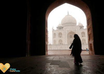 silhueta delante del Taj Mahal
