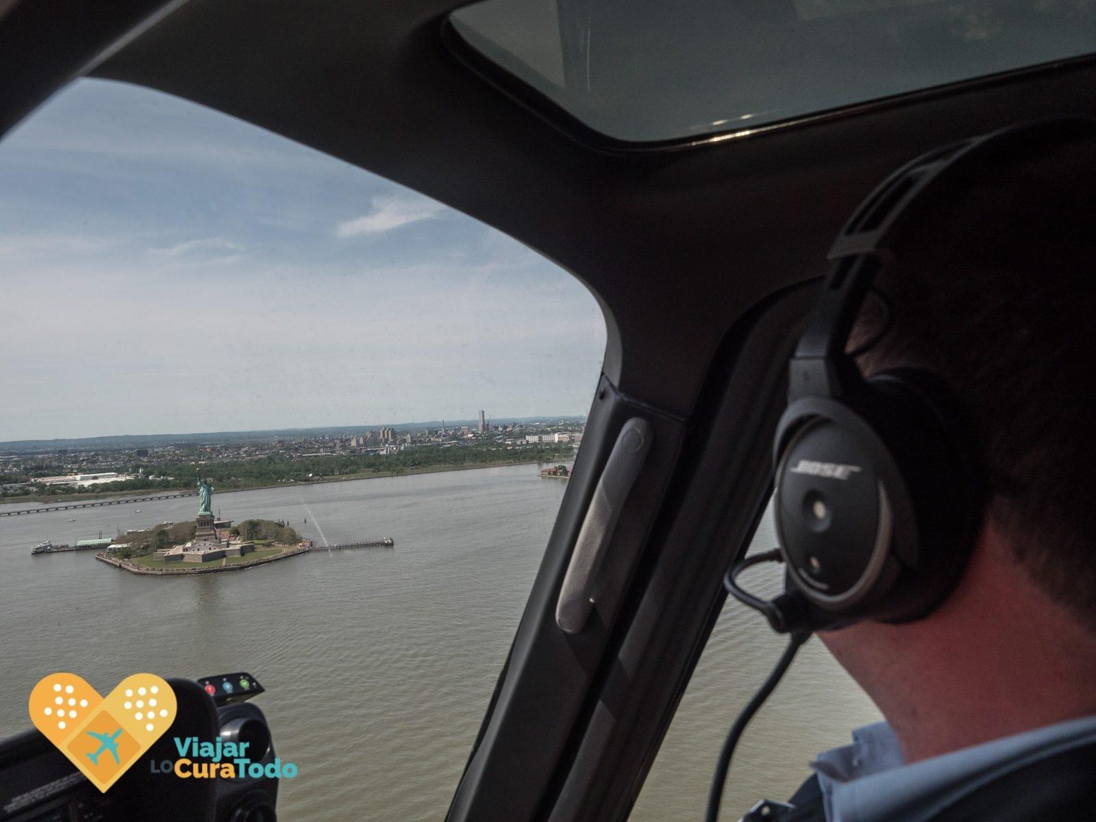 Estatua de la libertad desde el helicóptero de HeliNYC