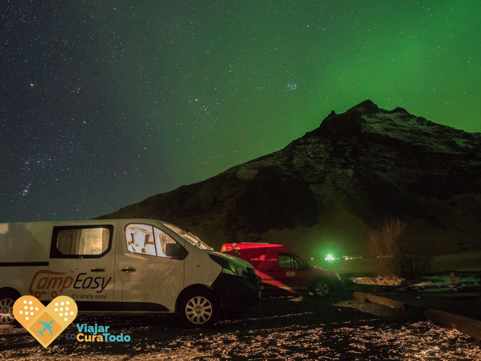 auroras campeasy iceland